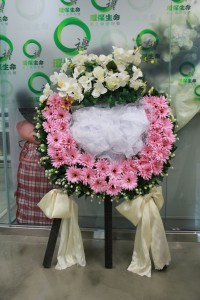 Green Life provides a free renting service of ribbon funeral floral wreath