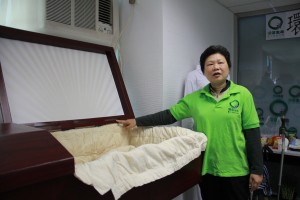 Lam Ka Hei shows us a paper coffin odered from the USA, sold ar around $8000 HK dollars