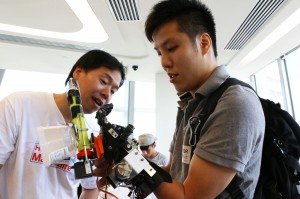 Au Kai-chun is testing his 3D-printed artificial arm.