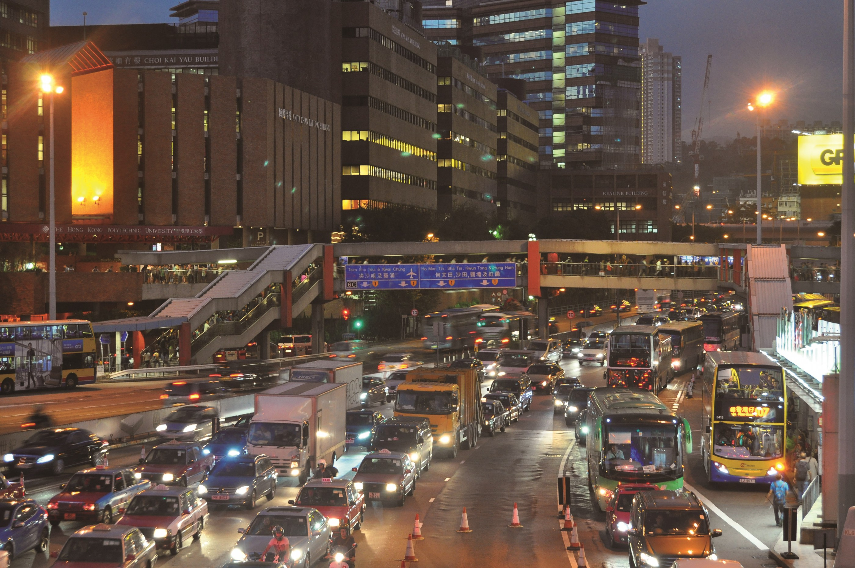 Hong Kong transport slowing down, less efficient